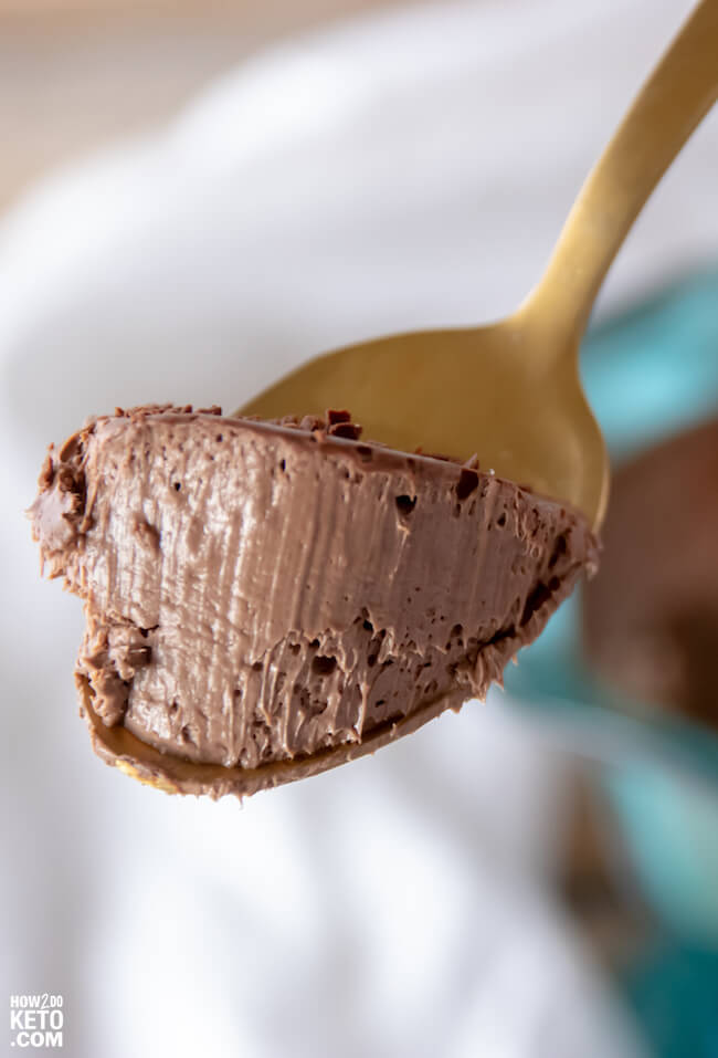 close up of keto chocolate mint pudding on a spoon