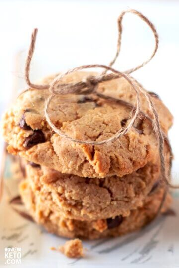We put two of the best cookies together to make theseketo peanut butter chocolate chip cookies! Super decadent AND low carb!