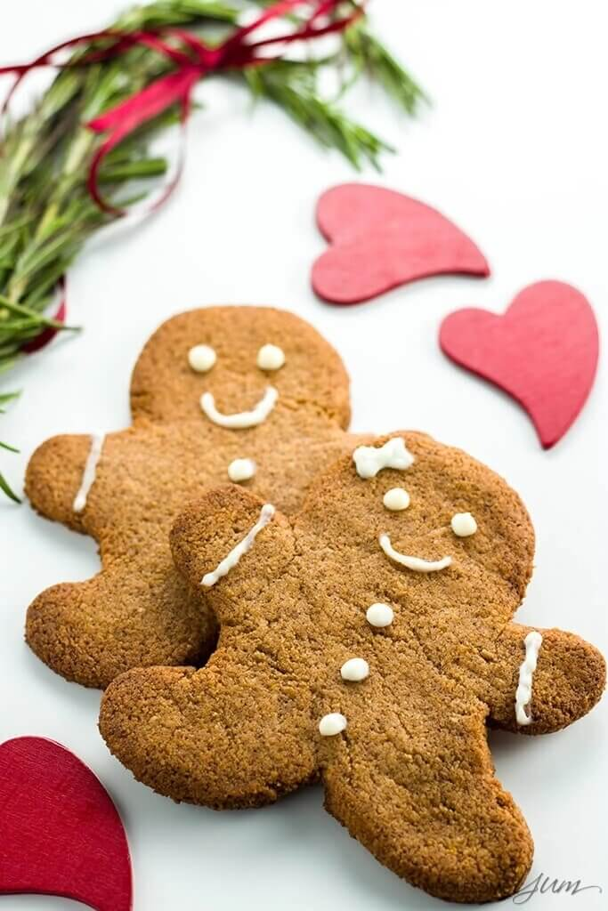 Keto Christmas cookies: gingerbread men