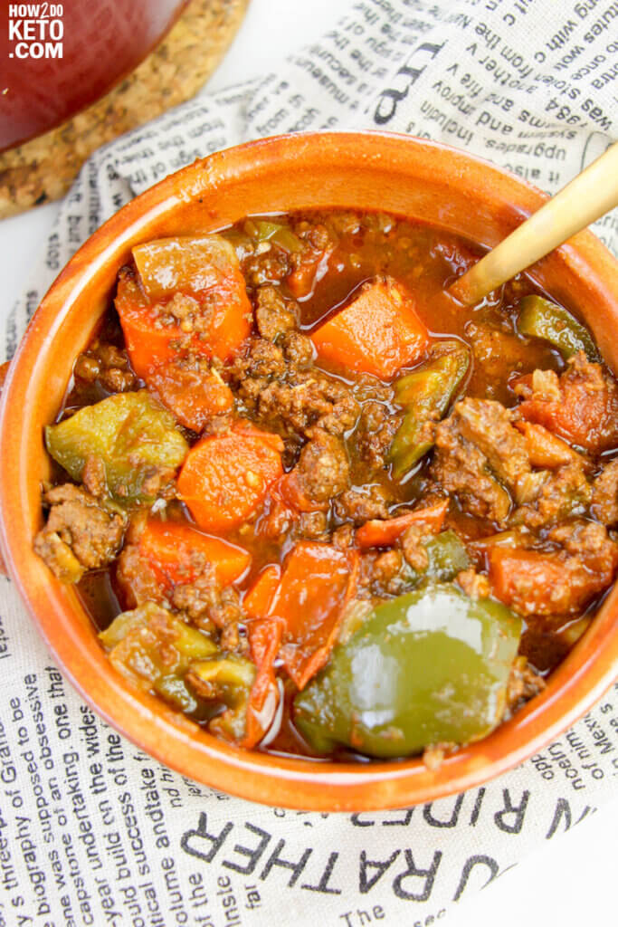 keto goulash recipe with ground beef, carrots, tomatoes, and green peppers