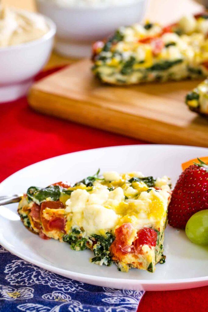 spinach and tomato frittata slice