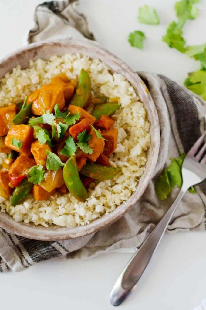 tofu red curry over cauliflower rice